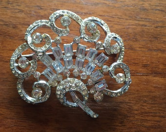An Elegant Rhinestone Fan Brooch