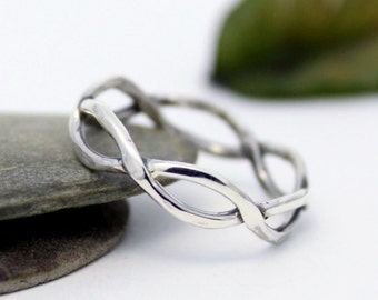 Stackable Ring, Statement Ring, Simple Twist ring, Infinity Everyday Ring, Wedding & Engagement Ring, Hammered Ring
