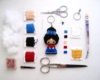 Tiny Frida Kahlo keychain 100% wool felt doll, Frida doll