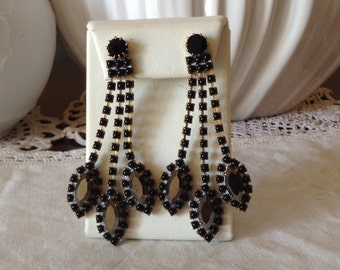 Lovely Vintage black And anthracite  glass pierced earrings