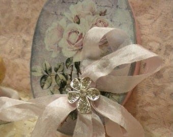 Shabby Chic Oval Paper Mache Decorative Box: Vintage Roses With Script