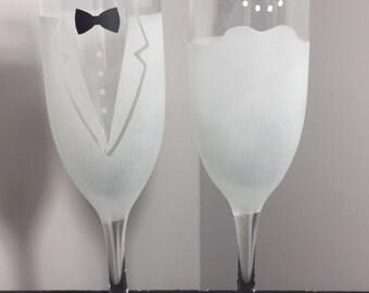 Bride & Groom Etched Champagne Flutes