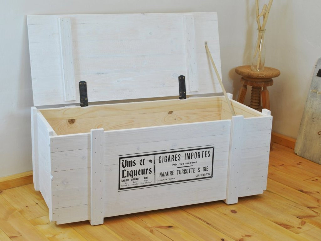 Big White Trunk Coffee Table With Vintage Print Side Board