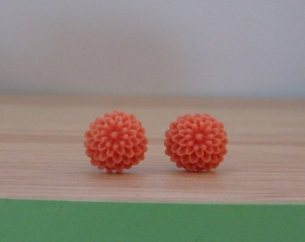 Little peach chrysanthemum earrings, resin flower earring, surgical stainless steel posts