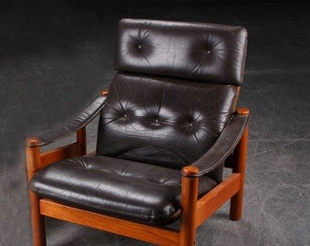 Nice Vintage Brown Leather Lounge chair / Easychair/ Armchair with wood frame