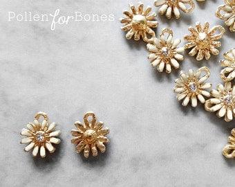 2pcs ∙ Mini Gold Daisy Charm Cream Enamel Pendant Dainty Flower Earrings Botanical Jewelry Supplies