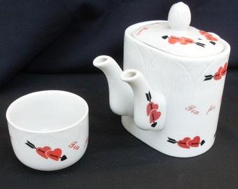 teiera particolare con doppio beccuccio vintage, teiera in porcellana con ciotola porta the, teiera con cuori rossi