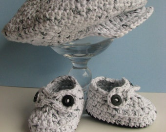 Gift for baby/ Baby Boy hat/ Newsboy Cap and Booties