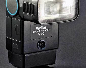 Vivitar Zoom Thyristor 5200 Electronic Flash Works Great. 4 DSLR 35mm Mirrorless