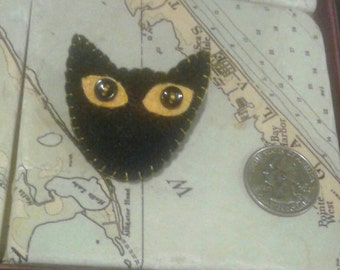 Cat face pin