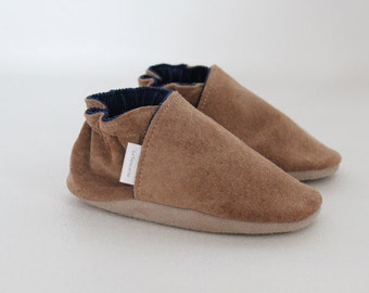 Baby, children leather shoes, soft sole shoes made in Québec from upcycled leather.