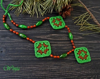 Crochet necklace, bohostyle crochet jewelry, cotton necklace, woodland jewelry, green necklace, knitted jewelry, elves jewelry, wrap beads
