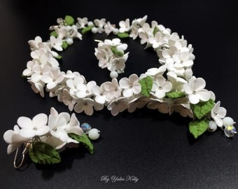 White Floral necklace, Wedding necklace, Lilac flowers necklace,  Romantic flowers, Lilac from polymer clay, White Flower Jewelry