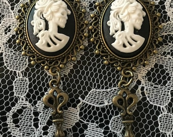 Bronze Cameo Gauges