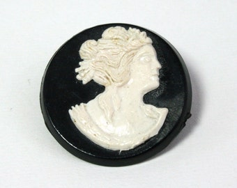 Vintage round cameo brooch small plastic white and black brooch pin