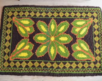 Small size retro rug from the sixties with nice flower decor, tapestry