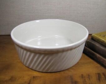 Hall 505 White Pottery Casserole