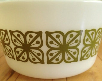 Vintage 1 Quart Bowl with Lid Square Flowers Pattern by Pyrex
