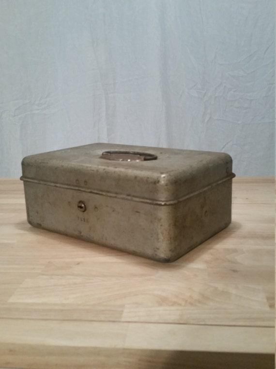 awesome vintage cash box