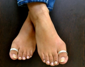 Big Toe Ring. Sterling Silver Rings. Hallux Ring. D Ring for foot thumb. D shaped toe rings. Comfortable Free Size Indian toe rings.