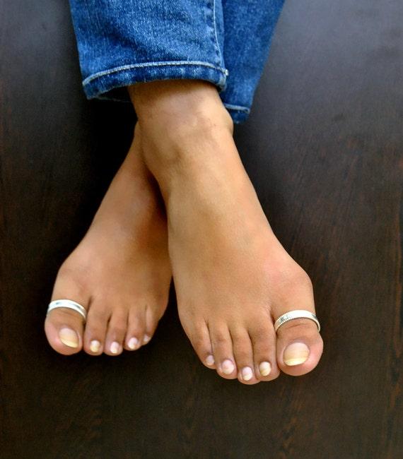 Long toenails footjob with cumshot