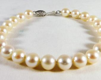 Fine 14k White Gold and Lustrous White Pearl Bracelet