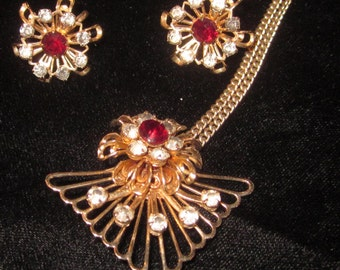 Vintage Demi Parure Red and White Rhinestone Flower in Gold tone metal