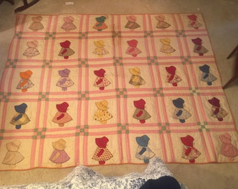 Amazing 1940s era (likely earlier) sun bonnet quilt!
