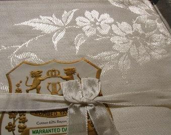 Vintage Damask Table Cloth Plus 4 Napkins * Cotton-Rayon * 127cm square * Shabby Chic * Vintage High Tea *