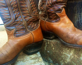 VINTAGE super scuffed chestnut cowboy boots with dark brown detailing