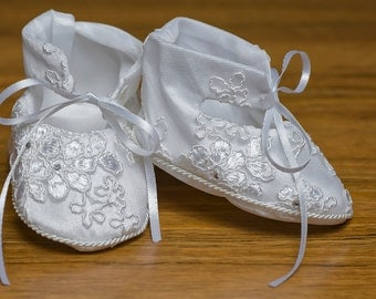 White or Ivory Embroidered Girl Shoes - Baby and Toddler - Christening or Baptism Model G005