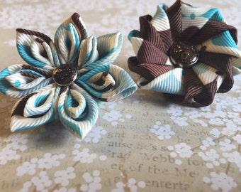 Brown blue plash lapel pin flowers