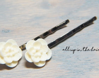 White Flower Bobby Pins - Sakura Blossom Bobby Pins