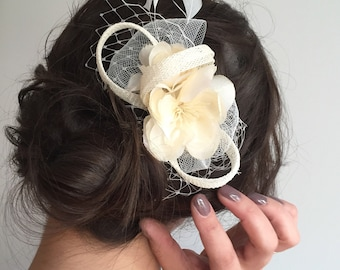 Ivory Flower Comb- Wedding Feather Fascinator- Bridal Headpiece- Floral Comb- Wedding Hair Comb- Flower Headpiece- Bridal Fascinator