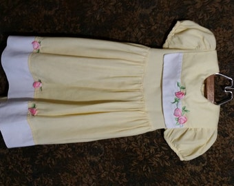Little girl yellow rose vintage dress, with decrorated pink leafyrose collar and hemline.