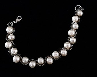 Ivory Pearl bracelet with iridescent beads P10