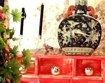 chinese vase moon shape