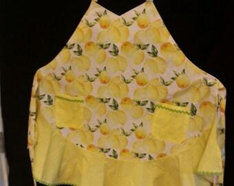 Cheerful, feminine apron with ruffle