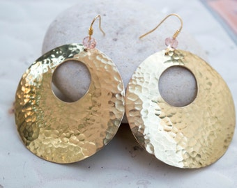Brass disc earrings, Hammered disc earrings, Geometric earrings, Circle earrings, Metalwork jewelry, Gold tone earrings, Large earrings
