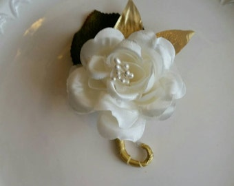 10 Ivory and Gold Wedding Boutonnieres