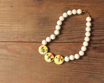 vintage 80s necklace // 80's avant garde plastic beaded necklace