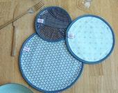 trio de sets de table / centre de table en coton réversibles bleu à pois dorés motif géométrique japonais  15 cm / 20 cm / 25 cm de diamètre