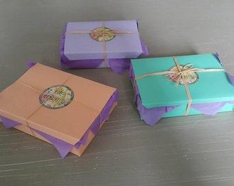 1x Gift Box (includes any 3 items) / Geschenkkiste (mit 3 Stückchen)