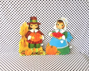 Mr and Mrs Pilgrim~Vintage Thanksgiving Decoration~Pilgrim Wall Hangings~Classroom~Wall