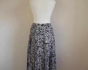 SALE! Vintage pleated skirt UK size 12 - 14