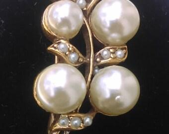Pretty Vintage brooch with fFaux Pearls and Rhinestones 80's