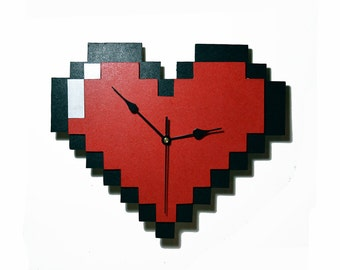 Wood wall clock of pixel heart of Legend of Zelda. 8 bit, Nintendo, game, gamer, videogame. Geek, nerd. Handmade, ornament. Home decor.