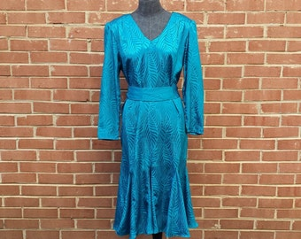 Vintage 1980s Dress - Evening Dress Dinner Party Night on the Town - Teal Emerald Green Turquoise - V Neck Long Sleeve Belt Ruffled Bottom