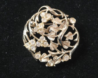 Vintage gold tone brooch - leaves and berries
