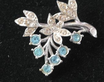 Vintage silver tone brooch - leaves and berries